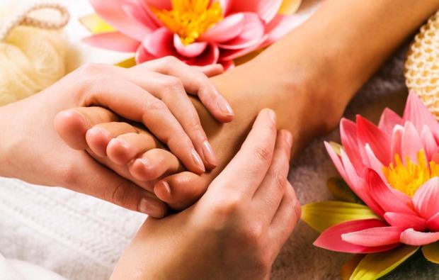 wellness-fuer-frauen-leverkusen-fussmassage