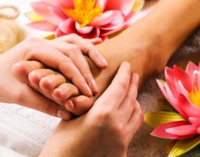 Wellness für Frauen / Wellnesstag - Leverkusen Kräuterfußbad, Fußpeeling, Rückenmassage
