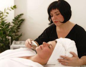 Wellnesstag für Sie Schönheitsbad, Ganzkörpermassage, Gesichtsbehandlung