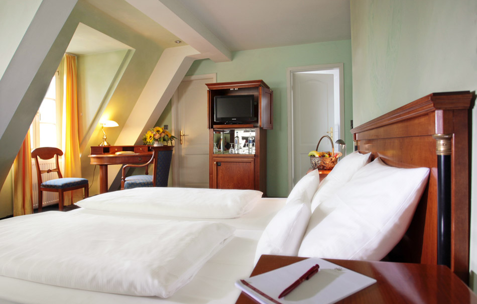 schlosshotels-edesheim-bg31634543617