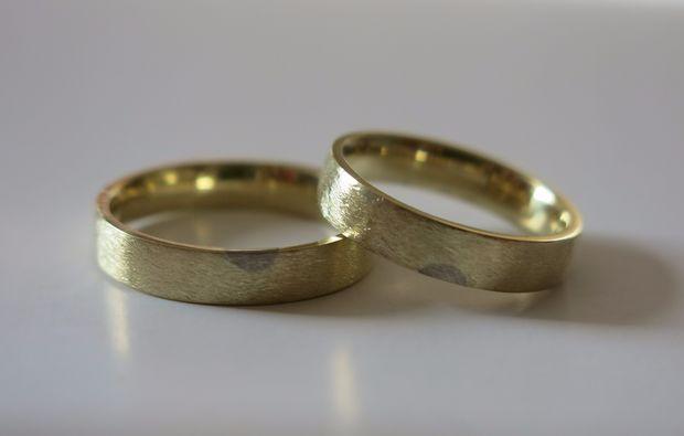 trauringe-selber-schmieden-fuer-zwei-heidelberg-gold