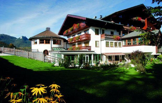 kuschelwochenende-strobl-am-wolfgangsee-hotelgarten