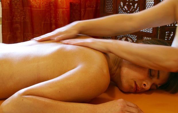 ayurveda-massage-roesrath-massage