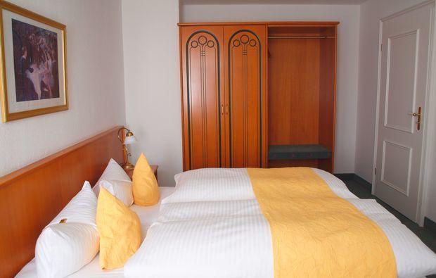 romantikwochenende-schmoelln-schlafzimmer