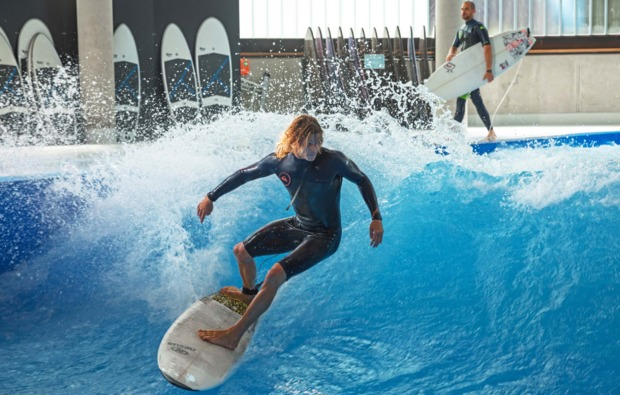 indoor-surfen-muenchen-adrenalin