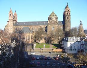 Stadtführung - Kulinarische Nibelungenführung Nibelungenführung, 3-Gänge-Menü, Aperitif