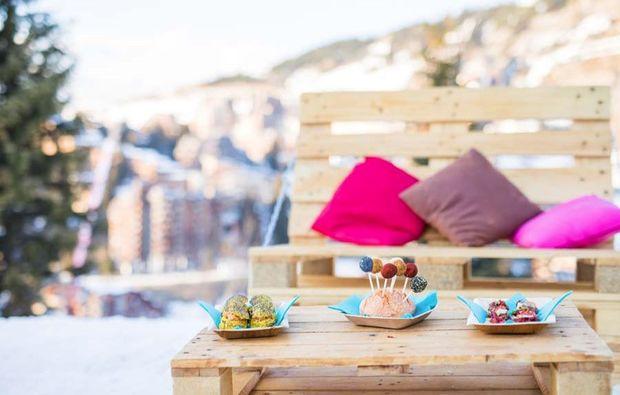 romantik-iglu-les-arcs-fruehstueck