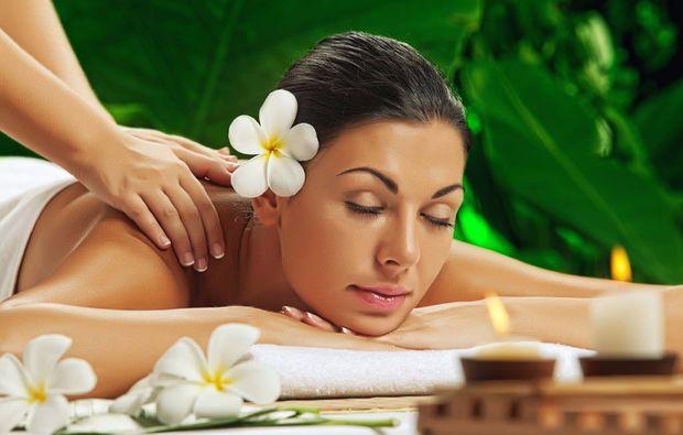 lomi-lomi-massage-laatzen-rueckenmassage