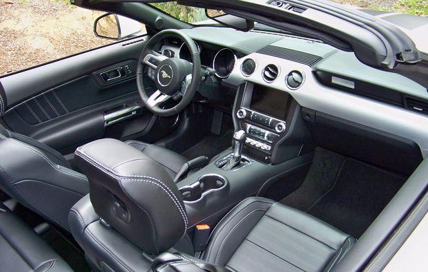 ford-mustang-fahren-schweinfurt-cockpit