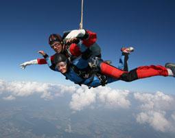 Fallschirm-Tandemsprung Illertissen Sprung aus ca. 3.000-4.000 Metern - ca. 30-60 Sekunden freier Fall