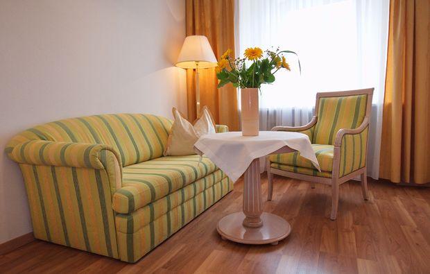 schlemmen-traeumen-steyr-wohnzimmer