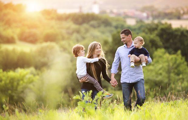 familien-fotoshooting-lechaschau-green