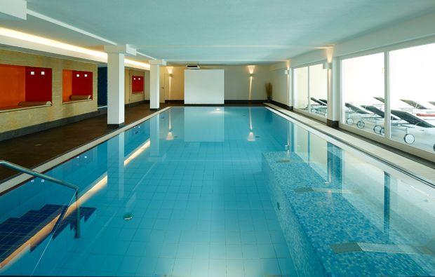 schlemmen-traeumen-neunkirchen-pool