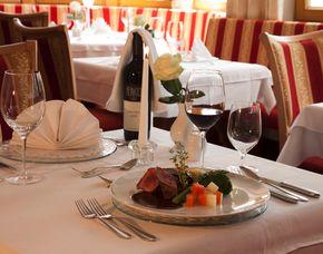 Schlemmen & Träumen - 1 ÜN Hotel Riedl - 4-Gänge-Menü, Eintritt Therme Fügen