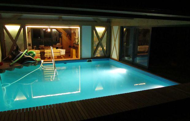 baumhaus-uebernachtung-sulzfeld-pool