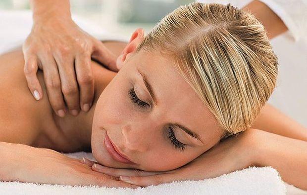 wellness-fuer-frauen-ehingen-massage
