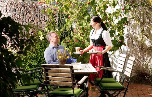 romantikwochenende-uslar-restaurant-terrasse