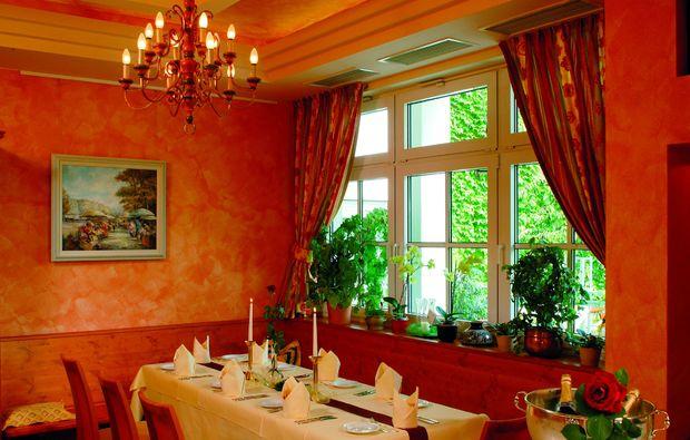 romantikwochenende-hauenstein-esszimmer