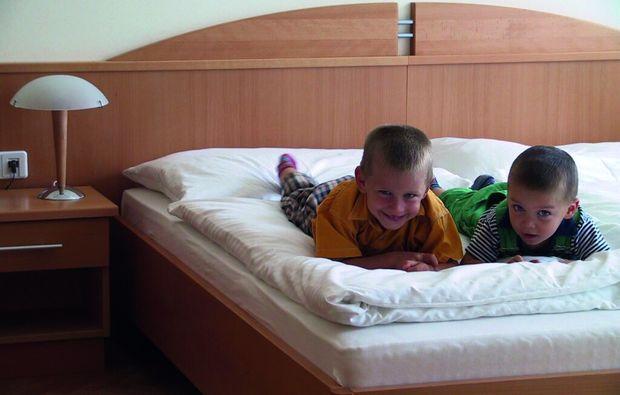 kurzurlaub-nebersdorf-schlafzimmer