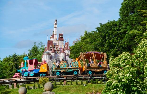 freizeitparks-mit-uebernachtung-paris-achterbahn
