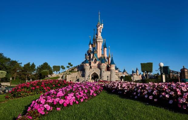 freizeitparks-mit-uebernachtung-paris-disney-castle