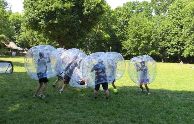 bubble-football-halle-mannschaft