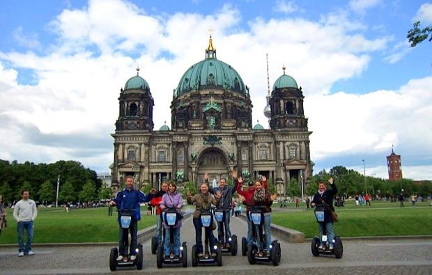 segway-city-tour-berlin-kirche