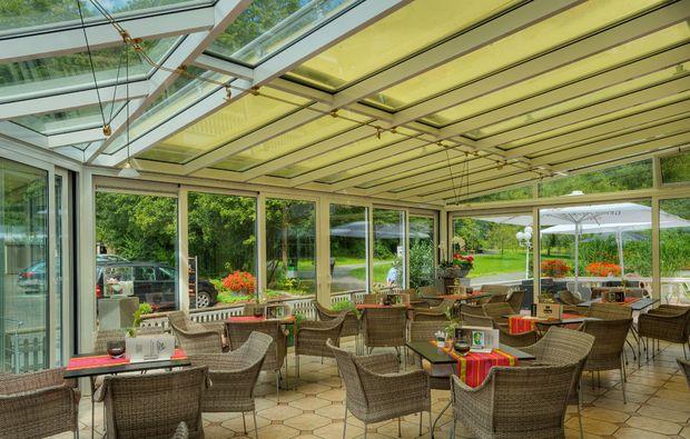 kurzurlaub-bad-bertrich-terrasse