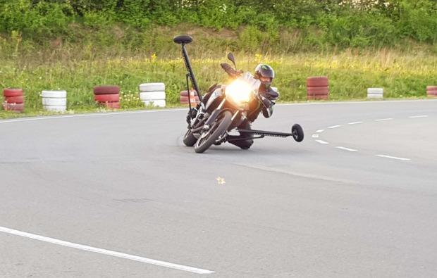 motorradtraining-schraeglage-neukirchen-vorm-wald-kurve