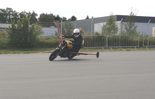 motorradtraining-schraeglage-neukirchen-vorm-wald-sicherheit