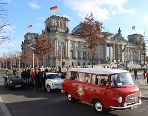 Reise in die Vergangenheit Stadtrundfahrt im DDR-Oldtimer, Weltballon & Berliner Showdinner