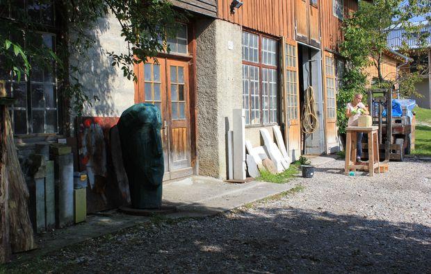 klassischer-bildhauer-workshop-denklingen-garten
