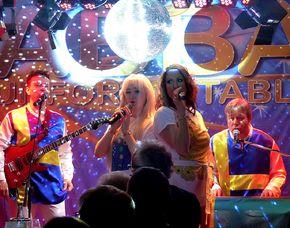 ABBA–Dinnershow - 3-Gänge-Menü - ACHAT Plaza Karlsruhe - Karlsruhe ACHAT Plaza Karlsruhe - 3-Gänge-Menü, inkl. Begrüßungssekt