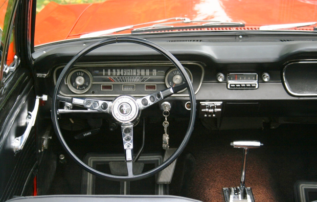 ford-mustang-cockpit