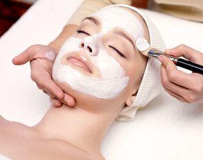 Gesichtsbehandlung Basis Nackenmassage