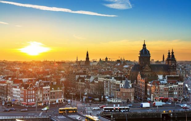 erlebnisreise-amsterdam-grachtenfahrt-stadt