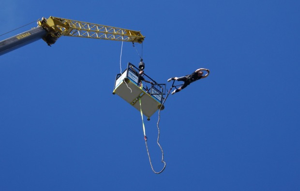 kran-tandem-bungee-jumping-duesseldor