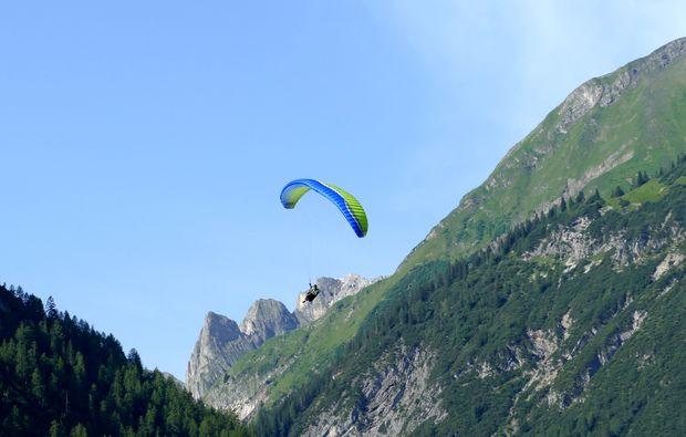 gleitschirm-schnupperkurs-bach-am-lechtal-berglandschaft