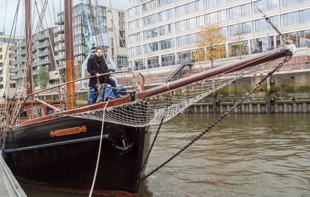 aussergewoehnliche-stadtfuehrung-hamburg-segelboot