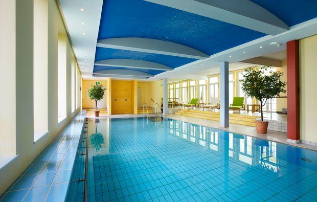 wellness-fuer-frauen-bad-lippspringe-schwimmen