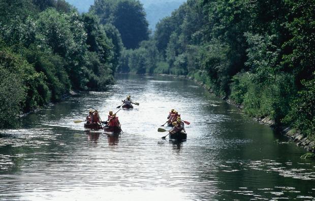 kanu-tour-solms-paddler-bunte-boote