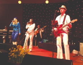 ABBA Royal – The Tribute Dinnershow - 79 Euro - Kultur und Bürgerhaus Denzlingen - Denzlingen Kultur und Bürgerhaus Denzlingen – 4-Gänge-Menü
