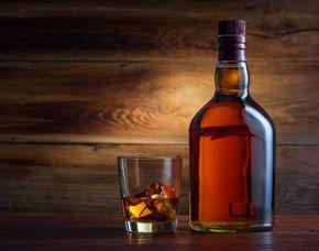 Whisky-Tasting - Hotel Alsterblick - Hamburg von 10 Sorten Whisky & Brotzeit