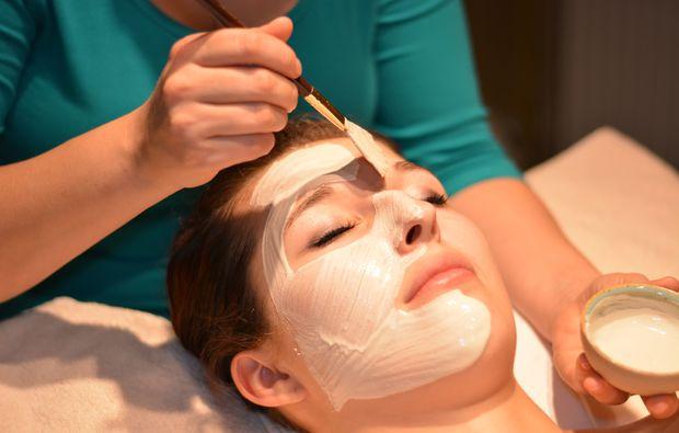 wellness-fuer-frauen-windeck-maske