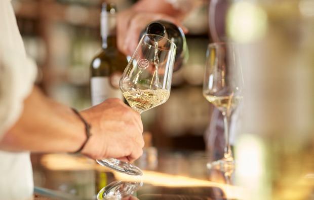 wein-verkostung-sasbachwalden-weisswein