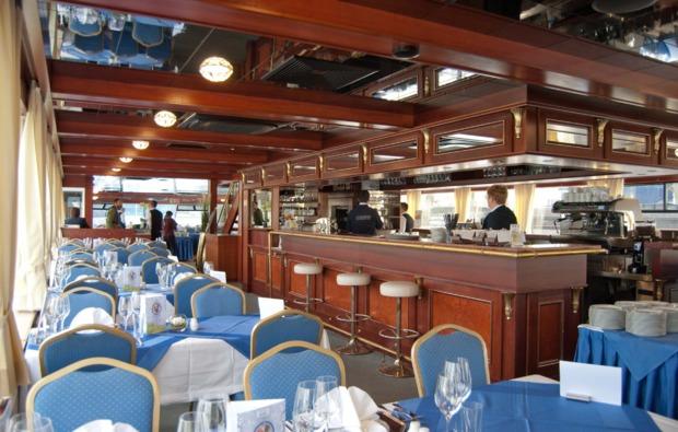 mini-kreuzfahrt-fuer-zwei-passau-wien-restaurant