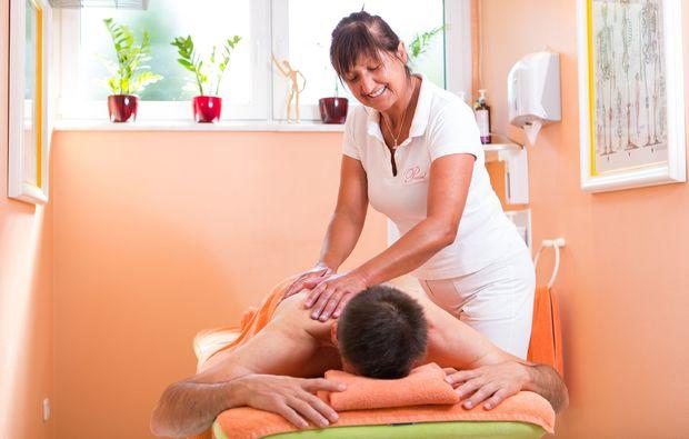 aromaoelmassage-bad-fuessing-relaxen