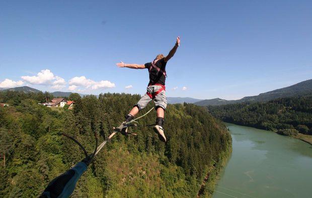 bungee-jumping-jauntalbruecke-in-kaernten-abenteuer