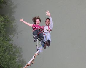 Tandem Bungy Jumping Jauntalbrücke Tandem-Bungy-Sprung von der 96 Meter hohen Jauntalbrücke
