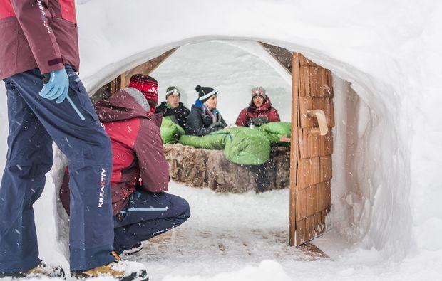 uebernachtung-im-iglu-sand-in-taufers-schnee
